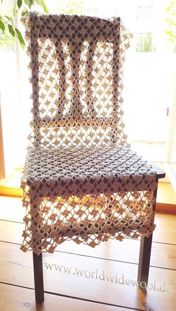Blümchen auf dem Stuhl.wwweb
